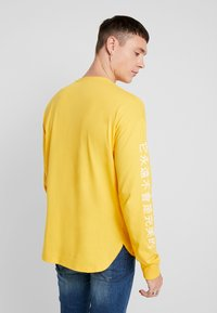 Only & Sons - ONSMO TEE - Maglietta a manica lunga - citrus - 2