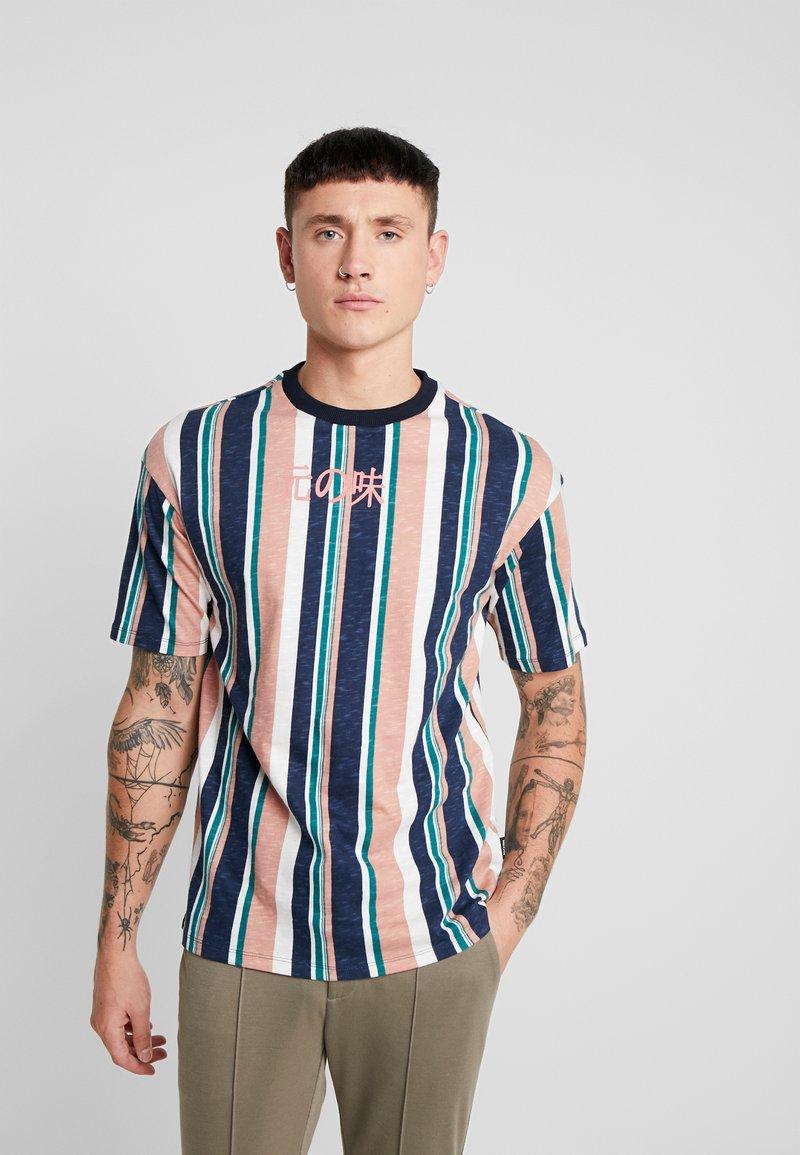 Only & Sons - ONSHONG STRIPE TEE - T-shirt print - cedar wood