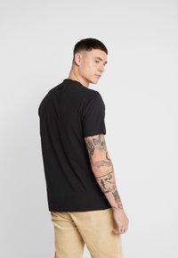 Only & Sons - ONSMOGENS TEE - T-shirt med print - black - 2