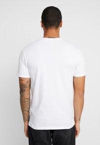 Only & Sons - ONSJAMIE STRIPE TEE 2 PACK - T-shirt z nadrukiem - white - 2