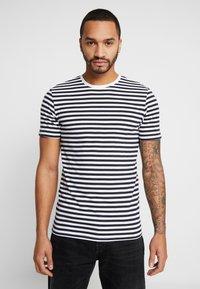 Only & Sons - ONSJAMIE STRIPE TEE 2 PACK - T-shirt z nadrukiem - white - 1