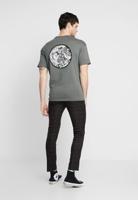 Only & Sons - ONSKAITO TEE - Triko s potiskem - dark shadow - 0