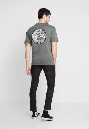 ONSKAITO TEE - Print T-shirt - dark shadow
