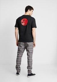 Only & Sons - ONSKAITO TEE - T-shirt print - black - 0