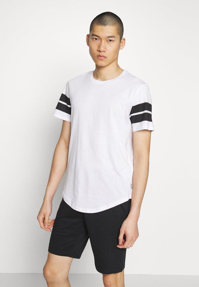 ONSMATTY LONGY TEE - T-shirt con stampa - white