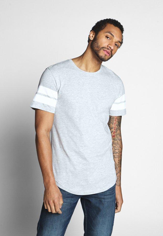 ONSMATTY LONGY TEE - T-shirt z nadrukiem - light grey