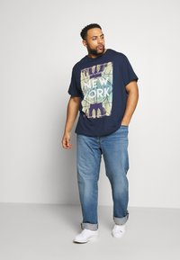 Only & Sons - ONSCALM TEE - Printtipaita - dress blues - 1
