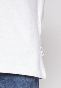 Only & Sons - ONSLARYNX REGULAR FIT - Print T-shirt - white - 3