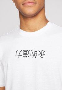 Only & Sons - ONSLARYNX REGULAR FIT - Print T-shirt - white - 5