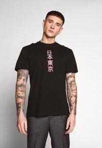 Only & Sons - ONSLARYNX REGULAR FIT - Print T-shirt - black - 0