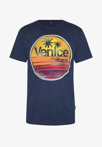 Only & Sons - ONSCALI SLIM TEE - Print T-shirt - dress blues - 3