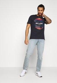 Only & Sons - ONSKUBA REGULAR TEE - T-shirt print - dark navy - 1