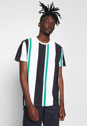 ONSKOSMO TEE - Camiseta estampada - greenlake