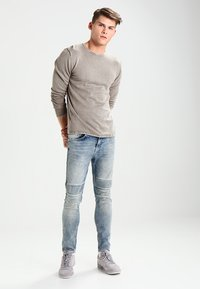 Only & Sons - ONSGARSON WASH CREW NECK - Trui - griffin - 1