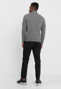 Only & Sons - ONS PATRICK HIGH NECK - Jersey de punto - medium grey melange - 2