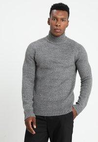 Only & Sons - ONS PATRICK HIGH NECK - Jersey de punto - medium grey melange - 0