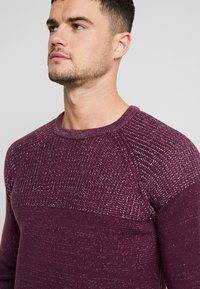 Only & Sons - ONSPEER PLATED CREW NECK - Trui - zinfandel - 5