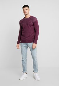 Only & Sons - ONSPEER PLATED CREW NECK - Trui - zinfandel - 1