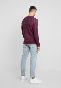 Only & Sons - ONSPEER PLATED CREW NECK - Trui - zinfandel - 2