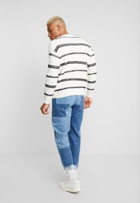 Only & Sons - ONSPERRY STRIPE  - Maglione - cloud dancer - 2