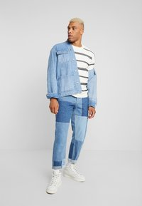 Only & Sons - ONSPERRY STRIPE  - Maglione - cloud dancer - 1