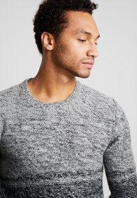 Only & Sons - ONSCALLEN GRADING CREW NECK - Sweter - griffin - 4