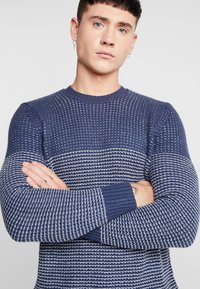 Only & Sons - ONSHELMIG BLOCKED - Sweter -  blues - 4