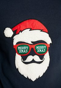Only & Sons - ONSXMAS FUNNY BADGE - Strickpullover - blue nights - 4