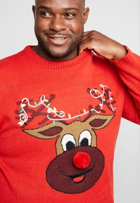 Only & Sons - ONSXMAS FUNNY BADGE - Jumper - pompeian red - 3