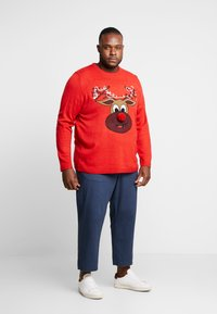 Only & Sons - ONSXMAS FUNNY BADGE - Jumper - pompeian red - 1