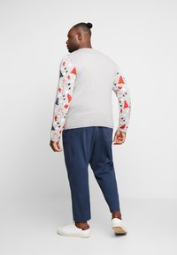 Only & Sons - ONSXMAS HOMAS CREW NECK - Jumper - light grey melange - 2