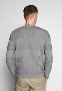 Only & Sons - ONSNIGEL CREW NECK - Strikkegenser - medium grey melange - 2