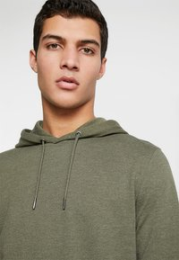 Only & Sons - ONSBASIC HOODIE UNBRUSHED - Sweat à capuche - olive night - 4