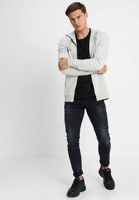 Only & Sons - ONSBASIC ZIP HOODIE UBRUSHED - Zip-up hoodie - light grey melange - 1