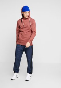 Only & Sons - ONSMKLAUS - Jersey con capucha - madder brown - 1