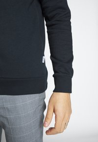 Only & Sons - ONSORGANIC REG HOODIE - Bluza z kapturem - black - 5