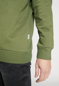Only & Sons - ONSORGANIC REG  ZIP HOODIE  - Bluza rozpinana - olive night - 5