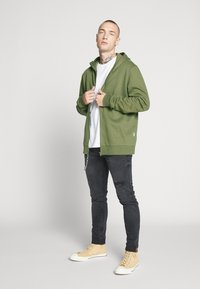 Only & Sons - ONSORGANIC REG  ZIP HOODIE  - Bluza rozpinana - olive night - 1