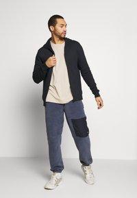 Only & Sons - ONSORGANIC REG  ZIP HOODIE  - Zip-up hoodie - black - 1