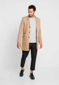Only & Sons - ONSJULIAN KING COAT - Kort kappa / rock - camel - 1