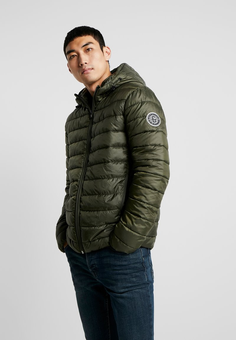 Only & Sons - ONSSTEVEN QUILTED HOOD JACKET - Välikausitakki - forest night