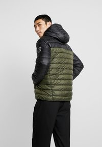 Only & Sons - ONSSTEVEN QUILTED HOOD JACKET - Light jacket - forest night - 2