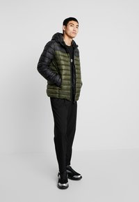 Only & Sons - ONSSTEVEN QUILTED HOOD JACKET - Light jacket - forest night - 1