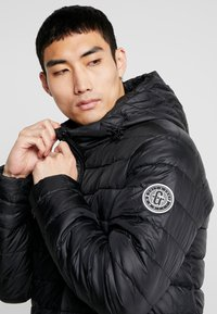 Only & Sons - ONSSTEVEN QUILTED HOOD JACKET - Chaqueta de entretiempo - black/solid - 4