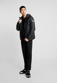 Only & Sons - ONSSTEVEN QUILTED HOOD JACKET - Chaqueta de entretiempo - black/solid - 1