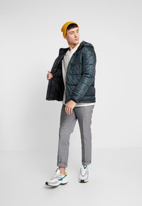 Only & Sons - ONSRICK CHECK HOODIE PUFFER  - Winterjas - forest night - 1