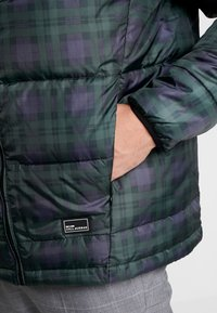 Only & Sons - ONSRICK CHECK HOODIE PUFFER  - Winterjas - forest night - 5