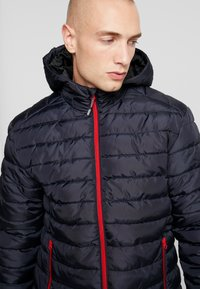 Only & Sons - ONSGEORGE QUILTED HOOD - Lett jakke - dark navy - 3