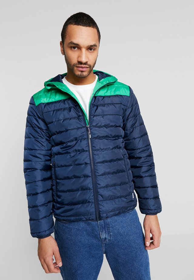 ONSGEORGE QUILTED HOOD - Jas - medium green/colourblock