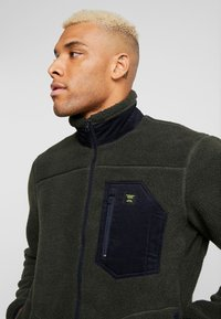 Only & Sons - ONSDOMINIC SHERPA HIGHNECK  - Veste polaire - forest night - 5